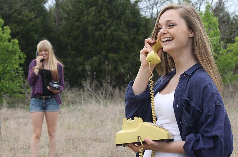 foreshadowing hablando por teléfono