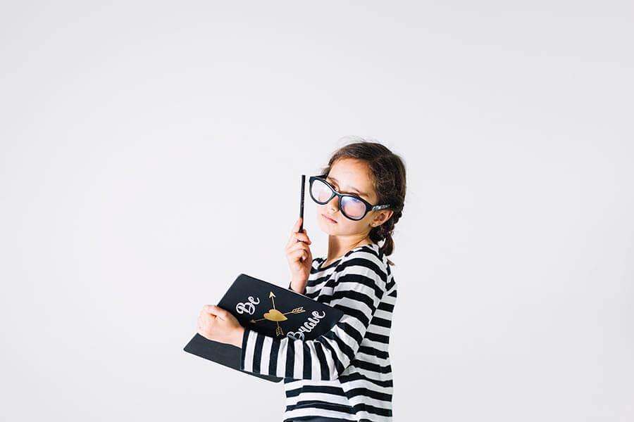 niña escribiendo - talento para escribir (1)